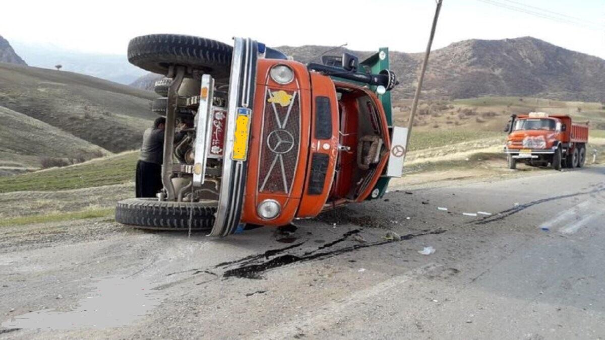 واژگونی کامیون باعث کشته شدن رانند آن شد